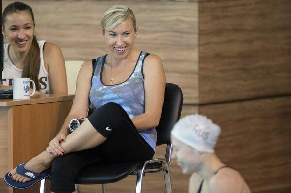 Тренер сборной России по синхронному плаванию Татьяна Данченко (в центре)