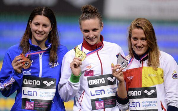 Слева направо: Эйми Уиллмотт (Великобритания), Катинка Хошсу (Венгрия), Мирея Гарсия Бельмонте (Испания)