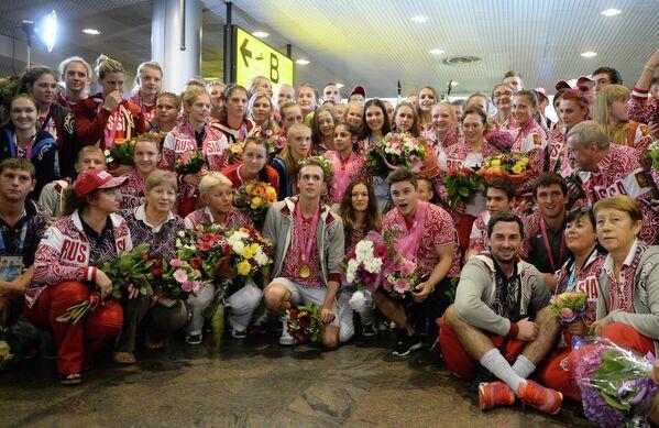 Юношеская сборная России, прибывшая со II летних Олимпийских игр в Нанкине