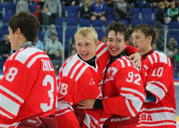 Хоккеисты Спартака Михаил Жолобов, Сергей Клечкин, Сергей Морозов и Никита Соколов (слева направо)