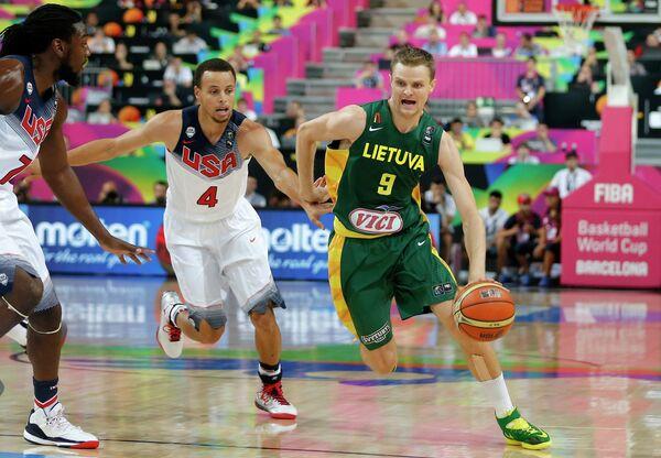 Игровой момент матча США - Литва