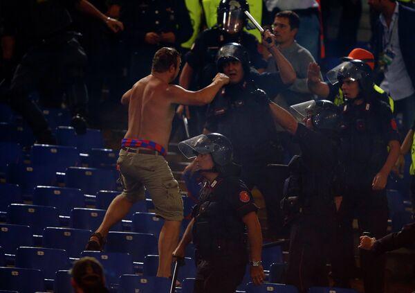 Болельщик ЦСКА во время матча Лиги чемпионов против итальянской Ромы