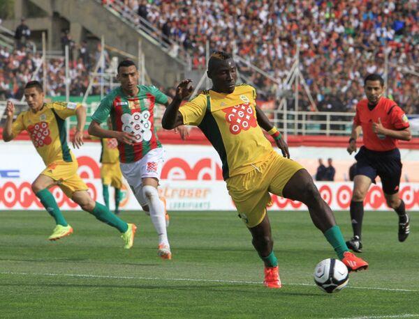 Камерунский нападающий алжирского клуба ЖС Кабилия Альберт Эбоссе