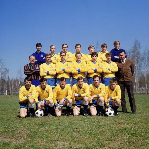 Владимир Долбоносов (Средний ряд: второй слева)