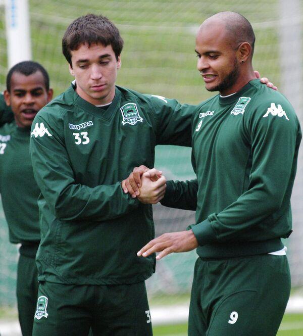 Футболисты Краснодара Маурисио Перейра (слева) и Ари