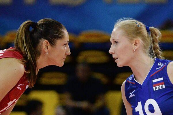 Доигровщица сборной России Татьяна Кошелева и диагональная Наталья Малых (справа)