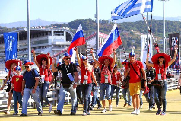 Болельщики на российском этапе чемпионата мира по кольцевым автогонкам в классе Формула-1