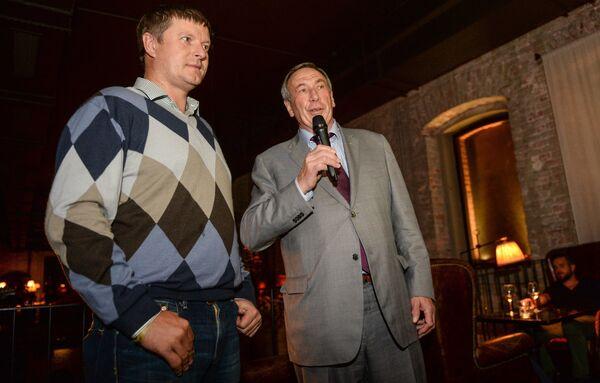 Российский теннисист и гольфист Евгений Кафельников (слева) и президент федерации тенниса России Шамиль Тарпищев