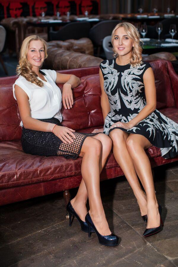 Российские теннисистки Екатерина Макарова (слева) и Елена Веснина