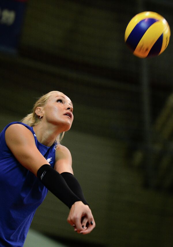 Блокирующая Юлия Морозова на открытой тренировке, посвященной представлению ЖВК Динамо (Москва)