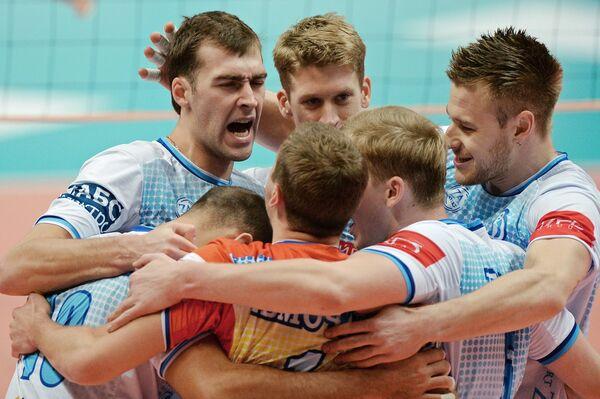 Волейболисты Динамо (Москва) Денис Бирюков, Максвелл Холт и Иван Зайцев (слева направо)
