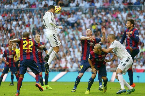 Игровой момент матча Реал (Мадрид) - Барселона