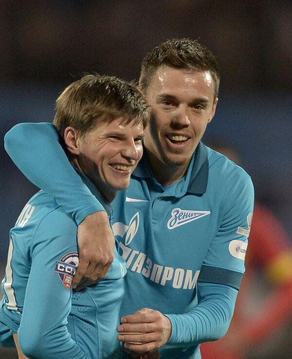 Полузащитник Зенита Андрей Аршавин (слева) и защитник Милан Родич радуются забитому мячу.