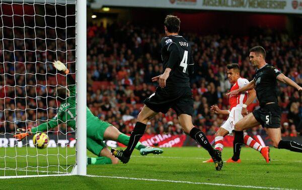 Игровой момент матча Арсенал - Бернли