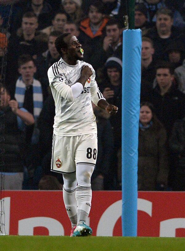 Форвард ПФК ЦСКА Сейду Думбия радуется забитому мячу в ворота Манчестер Сити.