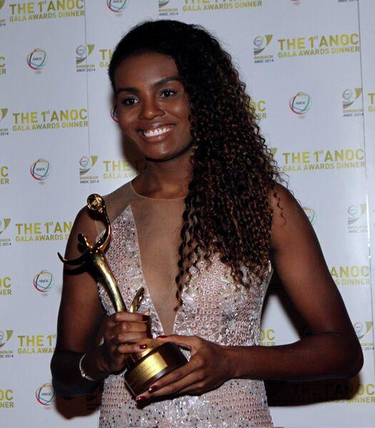 Волейболистка сборной Бразилии Фабиана во время вручения награды лучшей женской команды на ОИ-2012