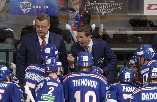 Вячеслав Быков и Игорь Захаркин (в центре справа налево)