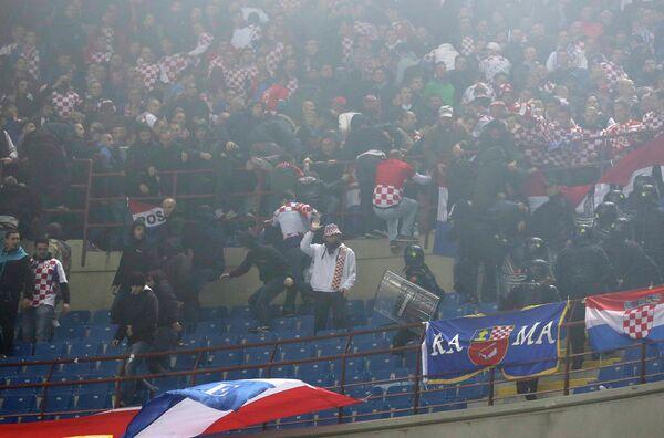 Беспорядки на матче отбора на Евро-2016 Италия - Хорватия