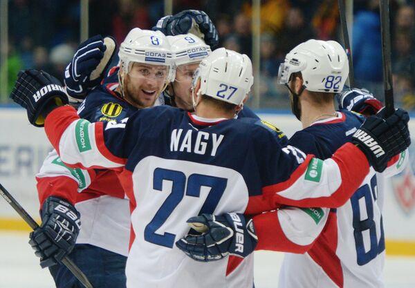Хоккеисты Слована радуются заброшенной шайбе