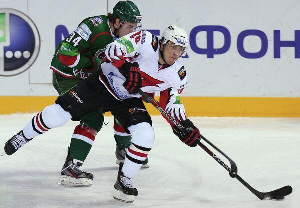 Александр Нестеров (на первом плане)