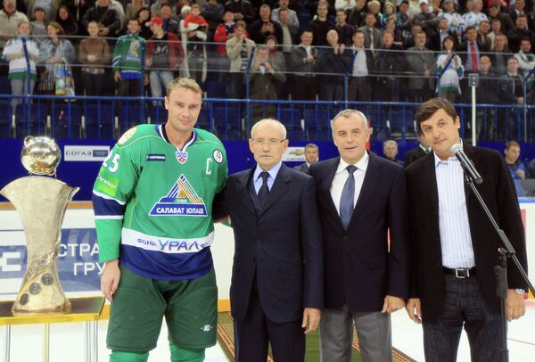 Валерий Каменский, Владимир Торжков, Рустем Хамитов (справа налево) и Виктор Козлов (слева)