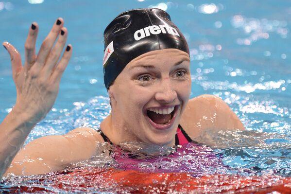 Катинка Хошсу (Венгрия) на финише заплыва на дистанции 100 метров на спине