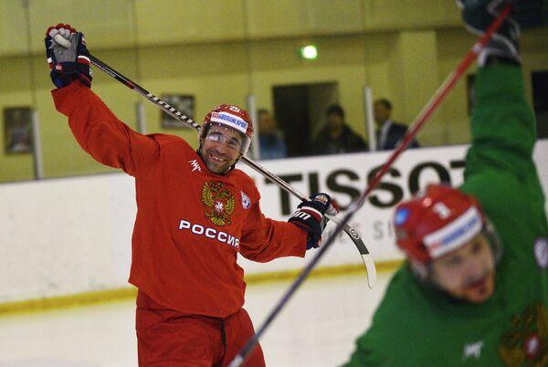 Нападающий сборной России по хоккею Данис Зарипов во время тренировки сборной на УТЦ Новогорск