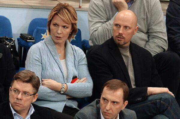 Олег Шахов, Павел Астахов (слева направо на первом плане) Юлия Аникеева и Дмитрий Домани