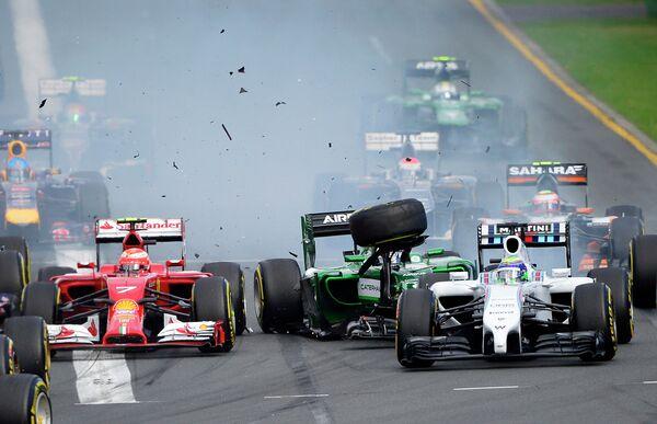 Авария пилот Катерхэма Камуи Кобаяси и гонщика Уильямса Фелипе Массы на Гран-при Австралии-2014