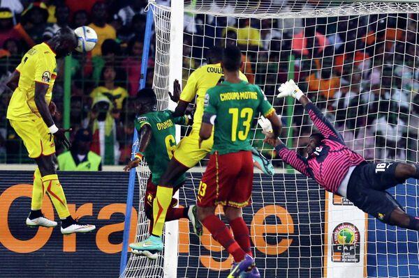 Игровой момент матча между сборными Мали и Камеруна