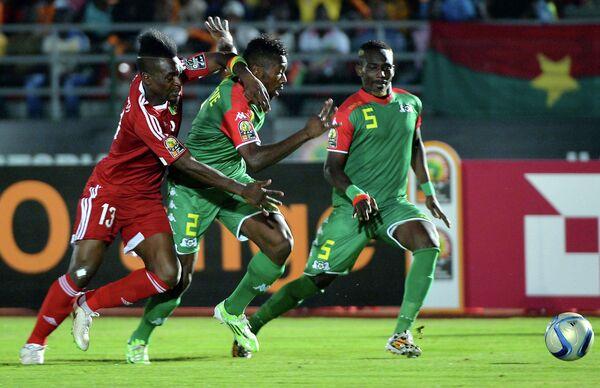 Игровой момент матча ДР Конго - Буркина-Фасо