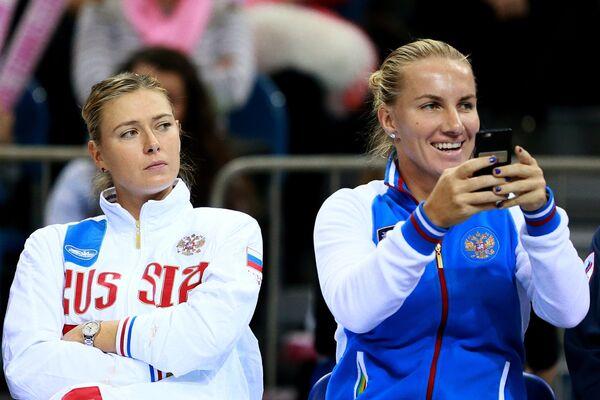 Российские теннисистки Мария Шарапова (слева) и Светлана Кузнецова