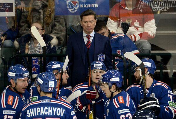 Главный тренер ХК СКА Вячеслав Быков