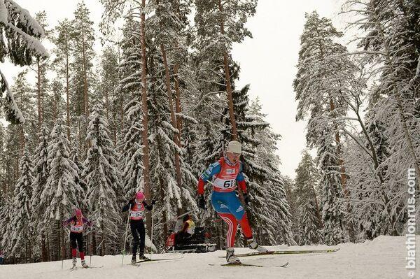 Биатлонистка Алина Якимкина (в середине)