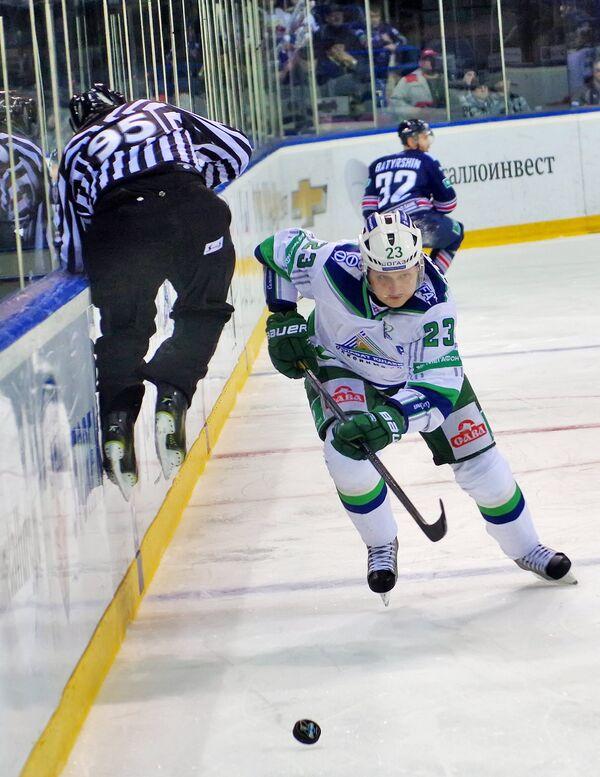 Игрок ХК Салават Юлаев Дмитрий Макаров.