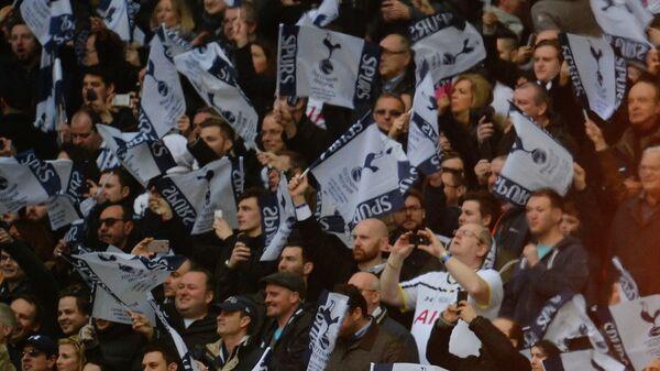 Болельщики Тоттенхэма в финальном матче Кубка английской лиги с Челси