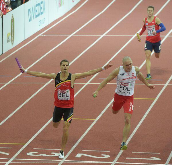Финиш спортсменов в эстафете 4х400 метров