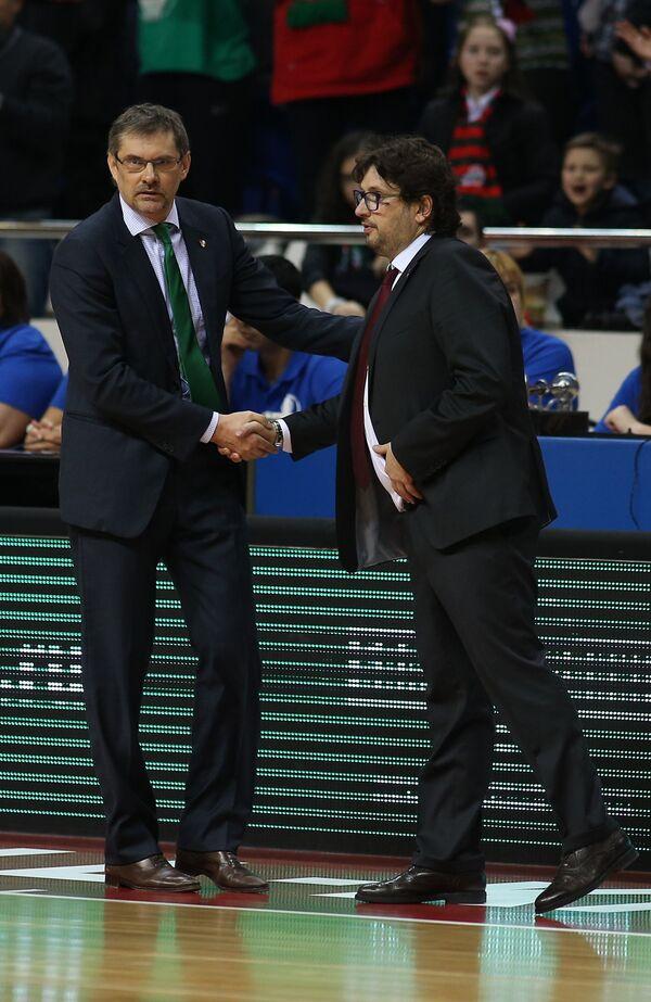 Главный тренер БК Локомотив-Кубань Сергей Базаревич (слева) и главный тренер БК Брозе Баскетс Андреа Тринкьери