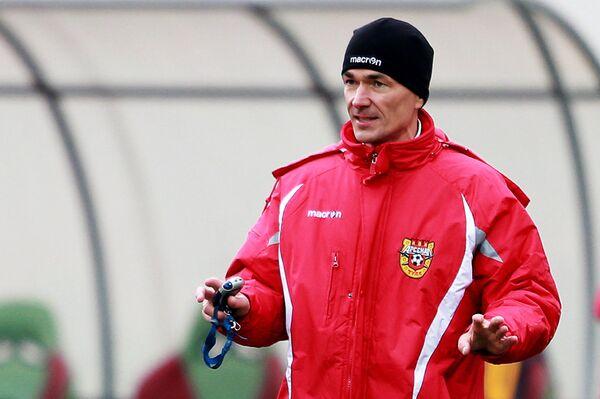 Тренер Арсенала Виктор Булатов
