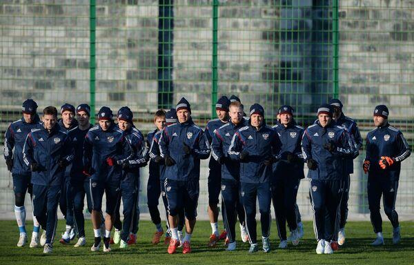 Сборная России по футболу на тренировке