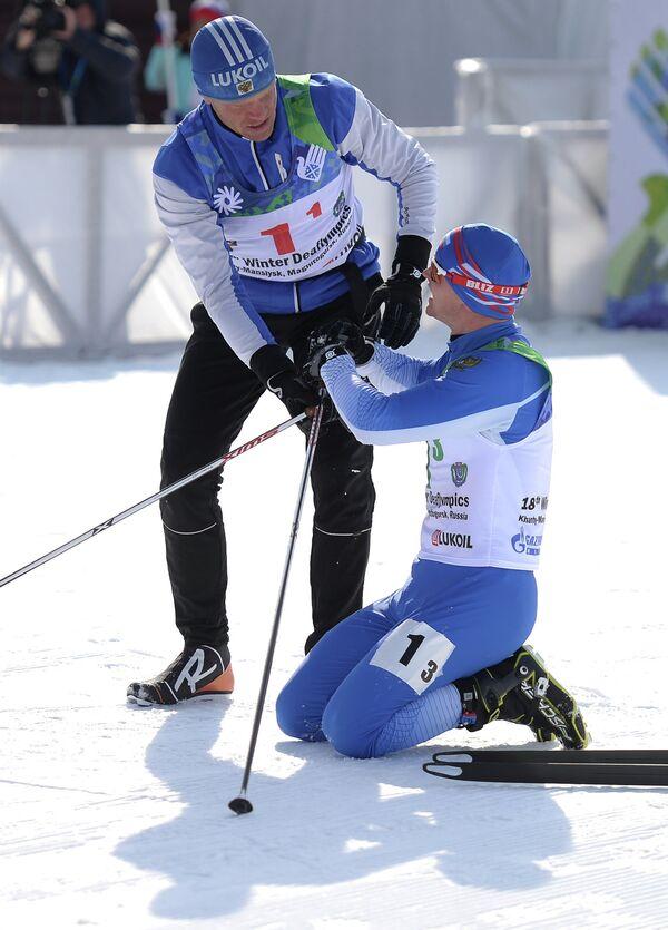 Российские спортсмены Сергей Ермилов (слева) и Алексей Грошев