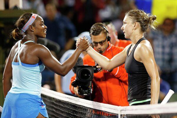 Слоан Стивенс и Симона Халеп на теннисном турнире в Майами
