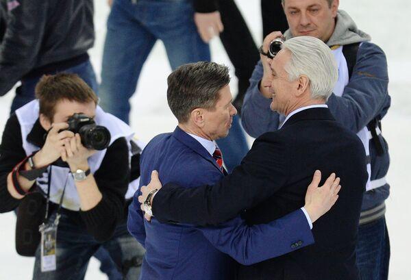 Главный тренеры СКА Вячеслав Быков (слева) и Ак Барса Зинэтула Билялетдинов