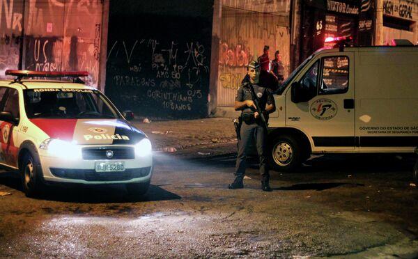 Полицейский на месте убийства болельщиков Коринтианс