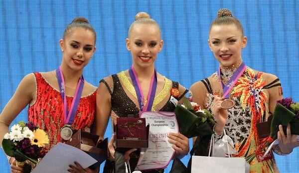 Маргарита Мамун (Россия) - 2-е место, Яна Кудрявцева (Россия) - 1-е место, Мелитина Станюта (Белоруссия) - 3-е место (слева направо)