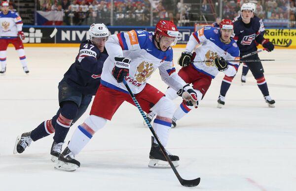 Защитник сборной США Тори Краг и форварды сборной России Николай Кулёмин и Евгений Малкин (слева направо)