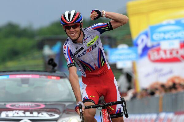 Велогонщик Катюши Ильнур Закарин на финише 11-го этапа Джиро