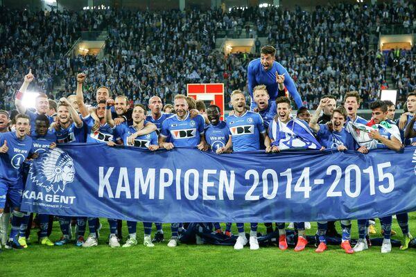 Футболисты Гента радуются победе в чемпионате Бельгии