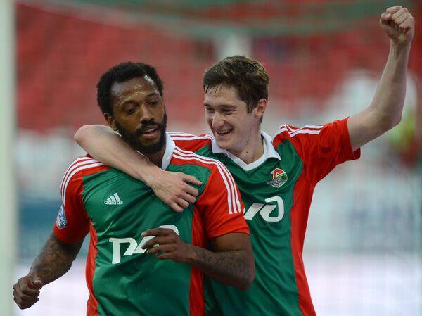 Полузащитники Локомотива Алексей Миранчук и  Мануэл Фернандеш (слева)