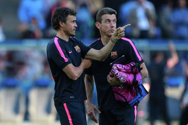 Главный тренер Барселоны Луис Энрике и ассистент главного тренера Хуан Карлос Унсуэ во время тренировки